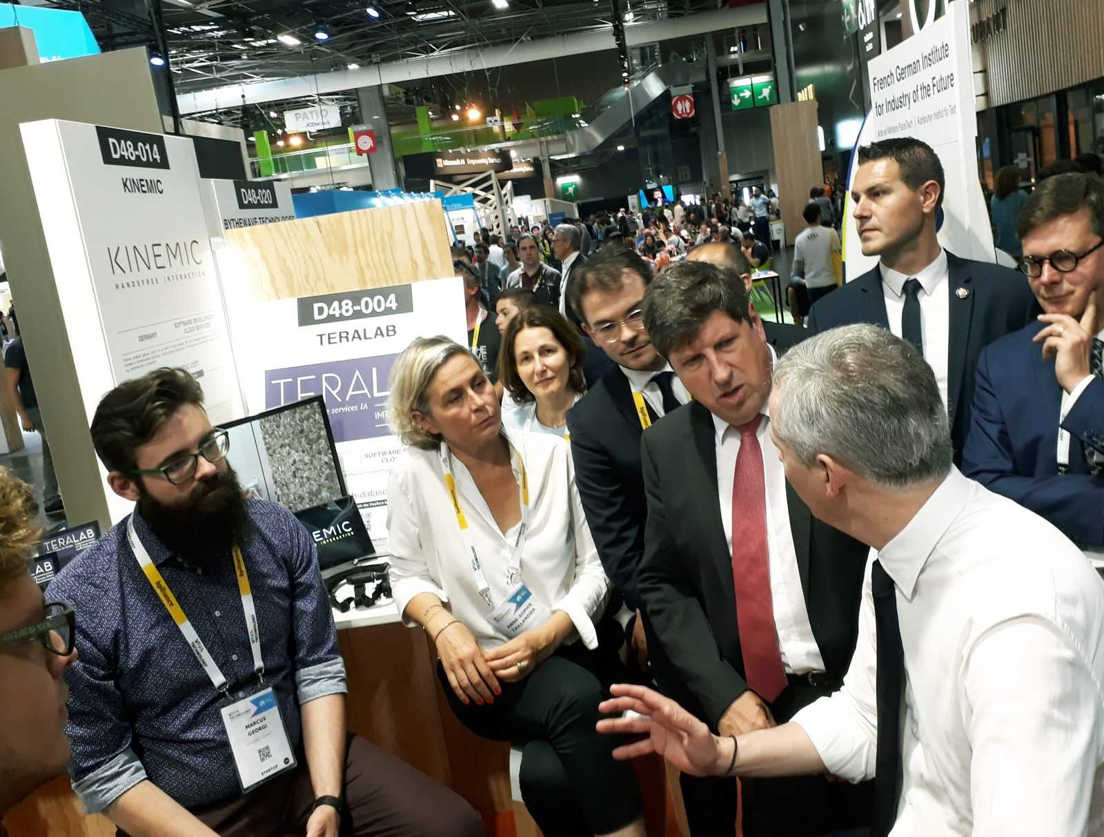 Minister Lemaire am Kinemic-Stand auf der Vivatech